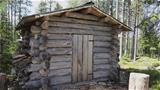 There is a woodshed made of deadwood behind the Niittypirtti hut. Photo: AT